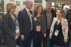 M. Blanquer, ministre de l'éducation nationale et Mme Guiot, directrice d'Educagri éditions